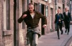 trainspotting-1996-009-ewan-mcgregor-running-street-00n-rsc